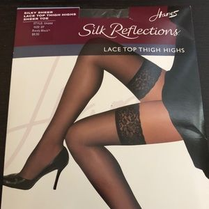 Hanes Silk Reflections Thigh High EF Barely Black